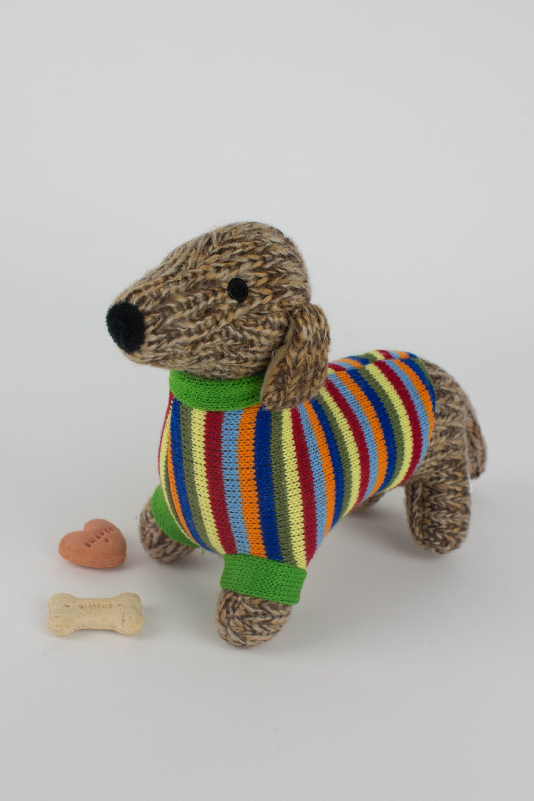 Super Sausage, the superhero dachshund dog! Amigurumi pattern - Airali | 2560x1707